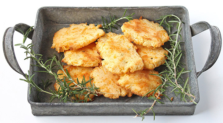Low Carb Cheese & Rosemary Crackers